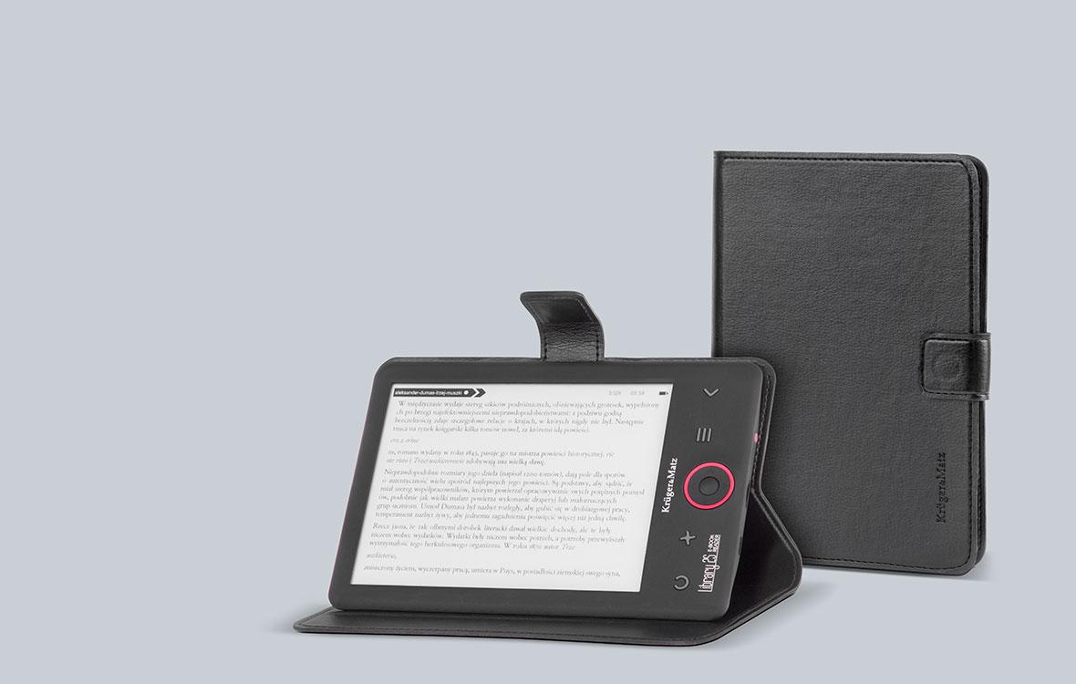 Kruger&Matz ofera si o husa dedicata, cu ajutorul careia poti sa transporti cu usurinta in geanta e-book reader-ul fara sa iti faci griji ca se va zgaria sau lovi. Designul pliabil face ca husa sa poata fi asezata ca o baza ce iti va permite sa pui e-book reader-ul intr-o pozitie confortabila daca vrei sa citesti.