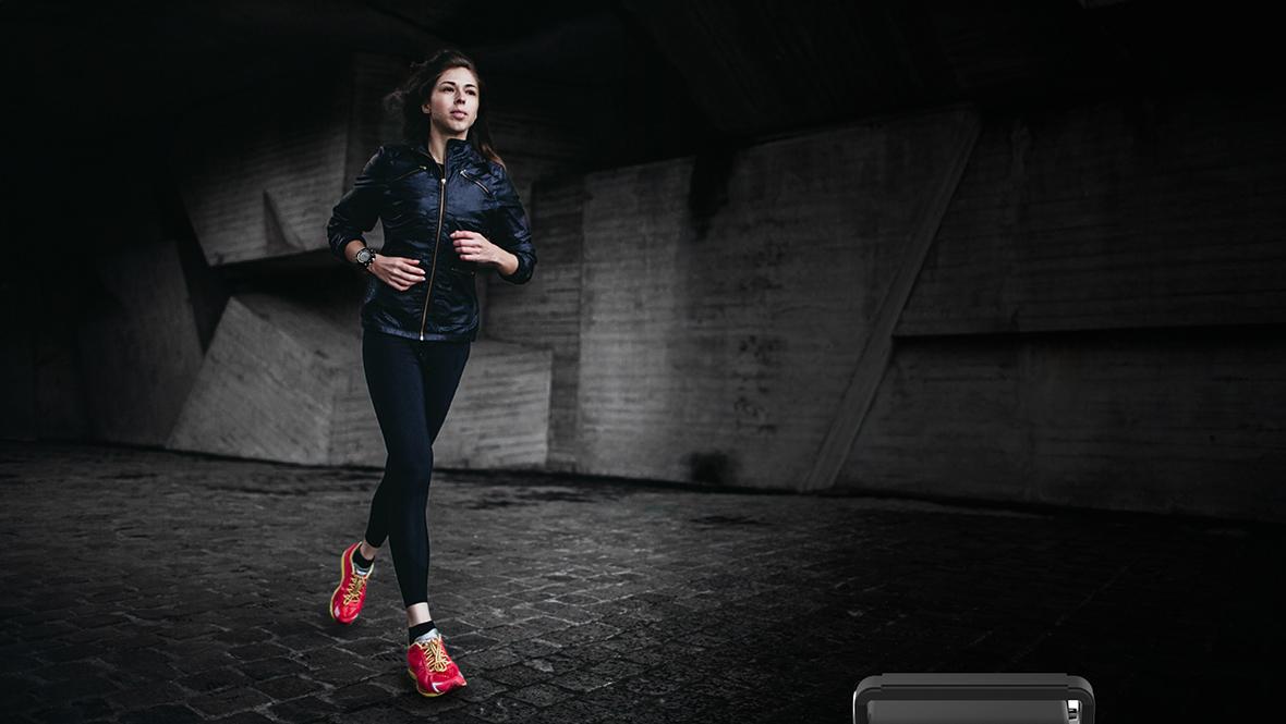 Fie ca preferi sa alergi dimineata sau doar sa mergi, smartwatch-ul Activity 300 va fi insotitorul tau perfect atunci cand faci miscare. Este dotat cu pedometru si cronometru, dar numara si caloriile consumate si distanta parcursa. Acum poti sa iti controlezi complet antrenamentul!