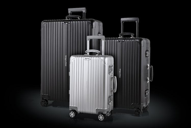 Alege modelul potrivit pentru tine! Poti opta pentru una din doua culori - argintiu si negru si trei dimensiuni - mare, medie si mica, potrivita ca bagaj de mana. Vei impresiona prin designul modern, colturile din aluminiu ale trolerului avand tinte decorative.