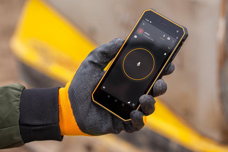 Smartphone cu functie Push to Talk