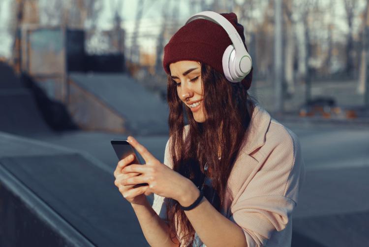 Casti Kruger&Matz cu aparatoare de urechi confortabile