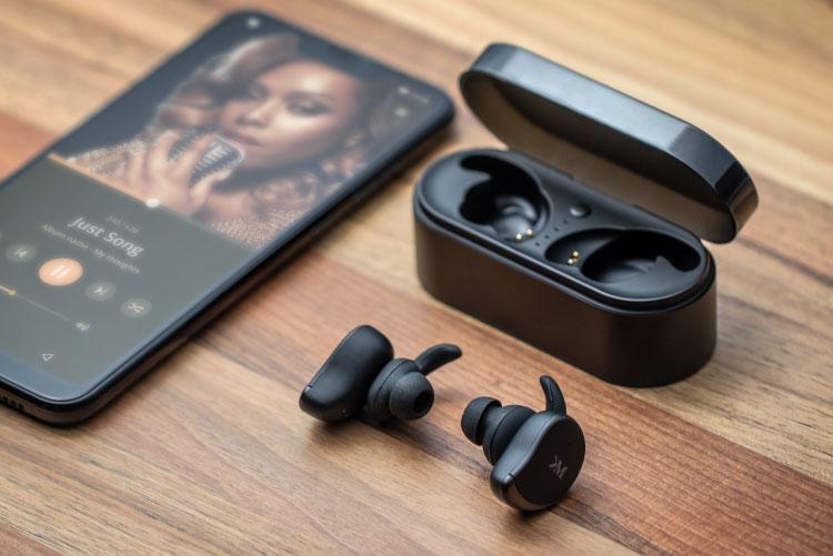 Castile in-ear P60TW de la Kruger&Matz folosesc tehnologia Bluetooth 5.0, fiind propunerea perfecta pentru cei ce vor sa renunte la cablurile incurcate. Astfel, vor fi exact ce ai nevoie - indiferent daca le iei cu tine cand alergi dimineata sau cand te antrenezi la sala.
